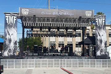 40'x28' standard stage with banners